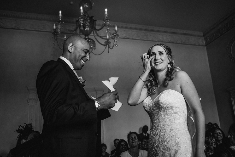 reportage wedding photographer - Elliot W Patching captures the moment the groom reads his vows