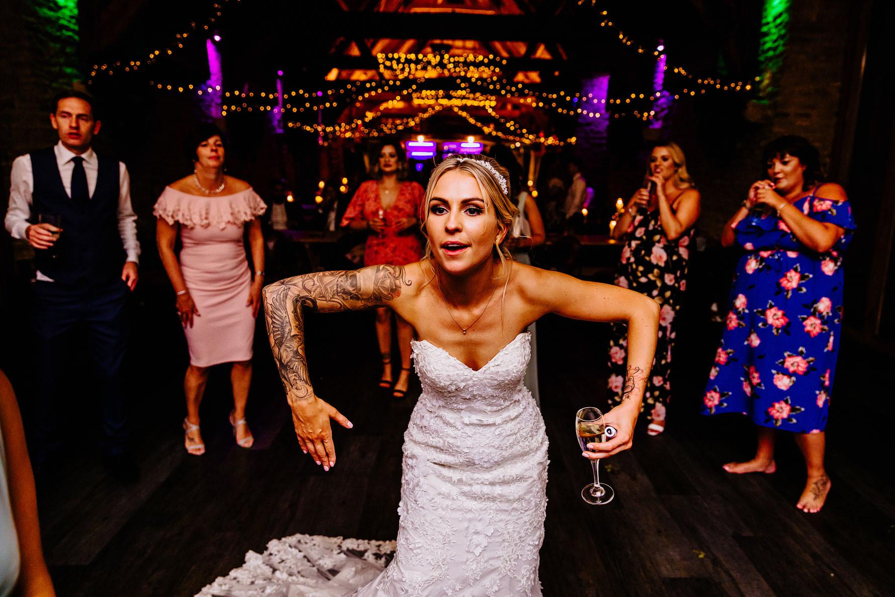 a funny photo of a bride!