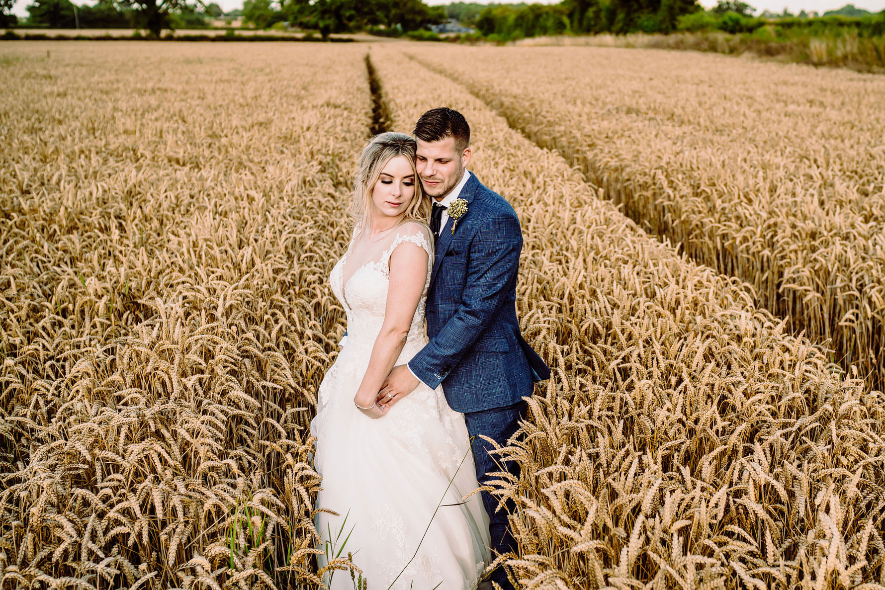 beautiful wedding photography at great tythe barn by elliot w patching