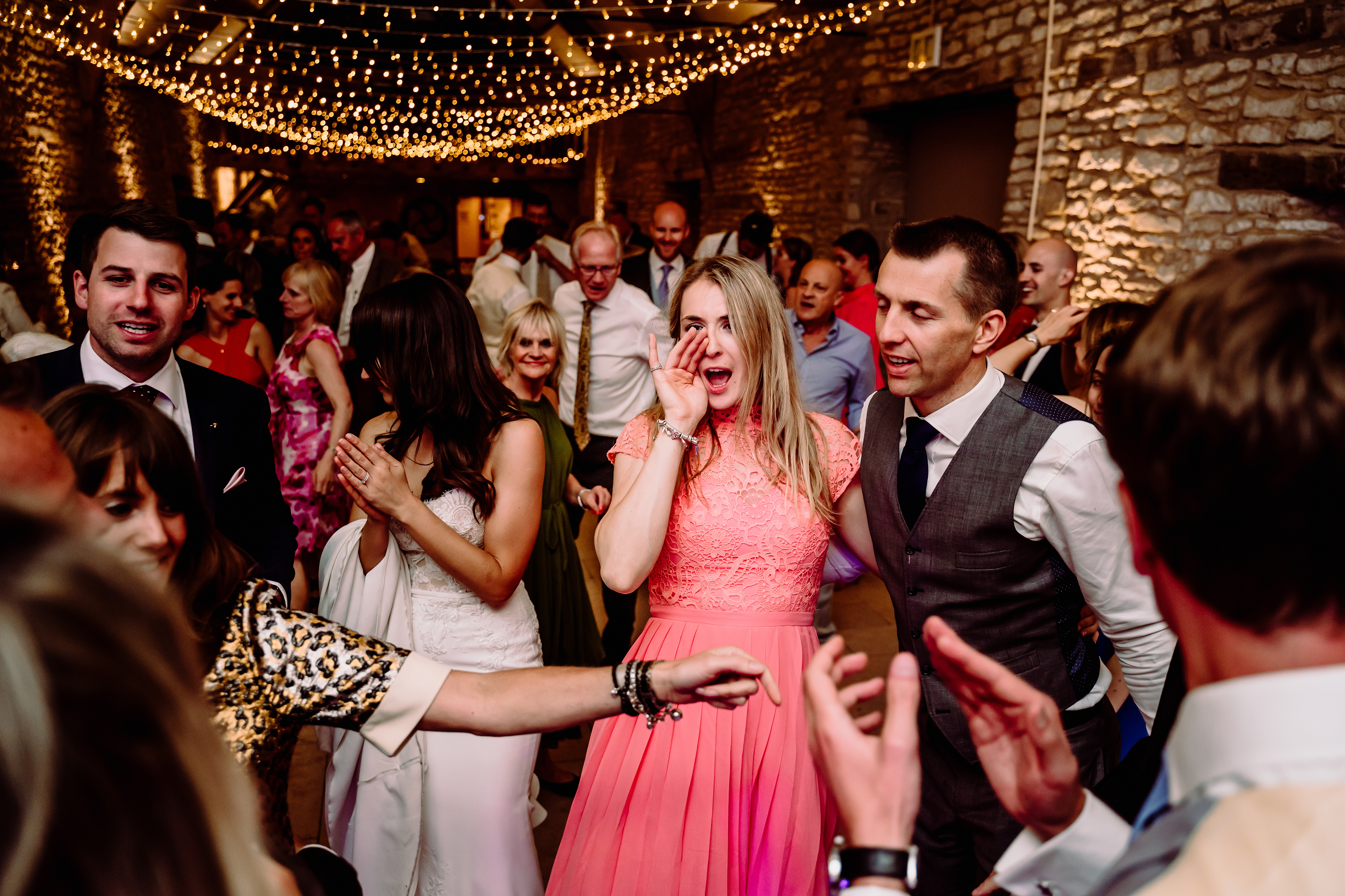 a funny shot from the evening of a wedding